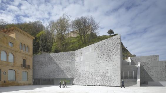 Nieto Sobejano Arquitectos, San Telmo Museum, San Sebastian, Spain | Photo © Roland Halbe