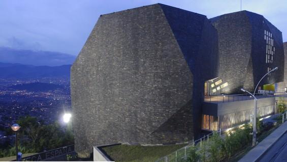 El Equipo Mazzanti, Spain Library Park - Santo Domingo Savio. Medellín, Colombia, 2005.  Image courtesy of Sergio Gómez.