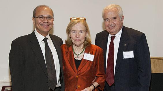 Janet Paxton Gardner, center