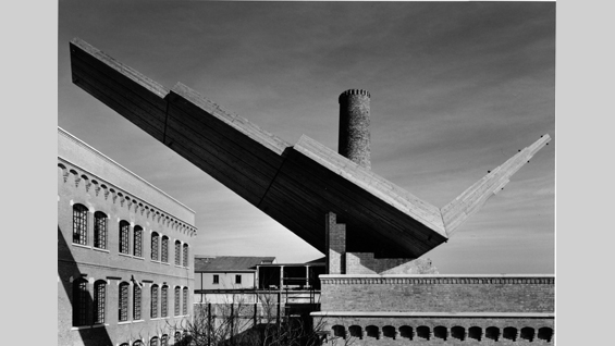 Reconstruction of Wings on the roof of the School of Architecture IUAV, Università di Venezia, Santa Marta, 1992 (Photo G. Basi