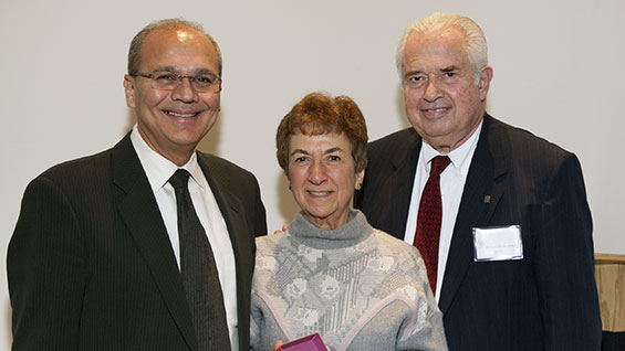 Ann Rosche, center