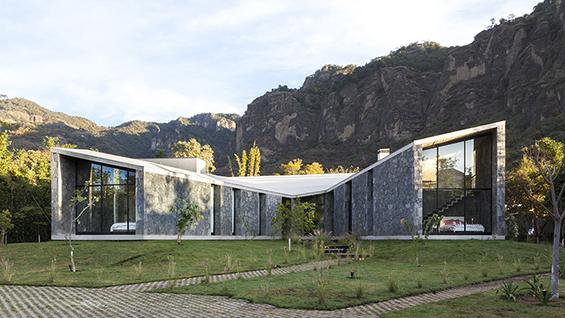 Casa MA, Cadaval & Solá-Morales, Tepoztlán, Mexico. Image courtesy of Sandra Pereznieto.