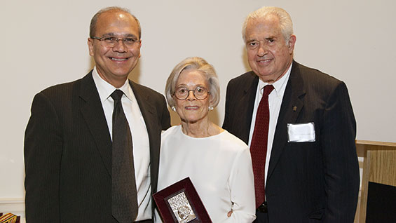 Marcia Grace, center