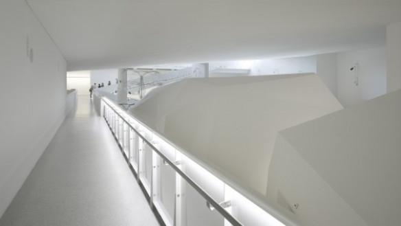 Steven Holl Architects--Cité de l'Océan et du Surf, 2011, gallery interior | photo: Roland Halbe